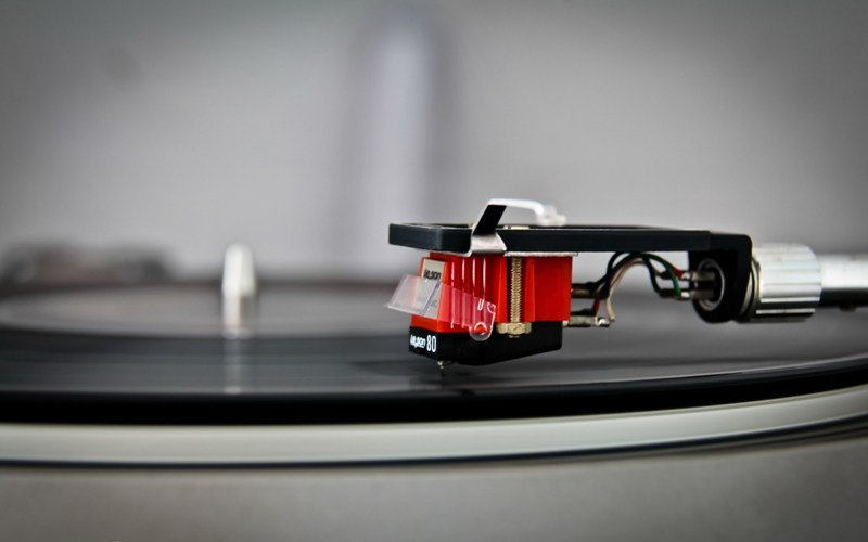 Vinyl-Record-Player-Reading-Head-Wide-HD-Wallpaper