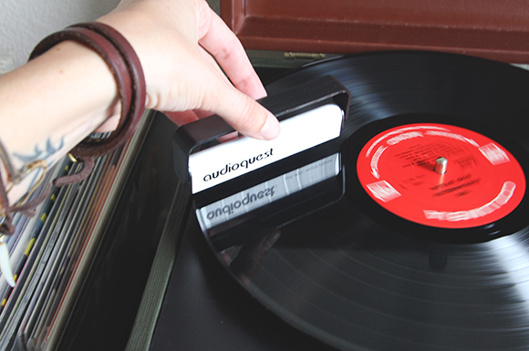 how-to-clean-vinyl-records-2